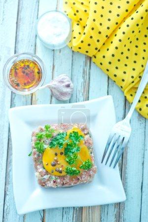 Meat tar tar with yolk