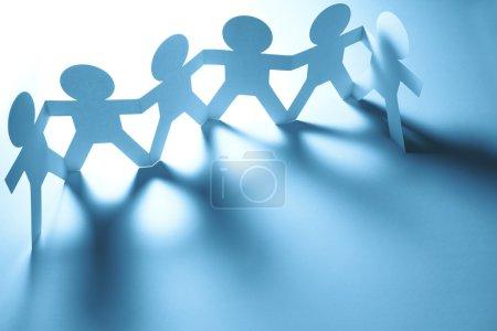 Photo pour Équipe de poupées en papier - image libre de droit