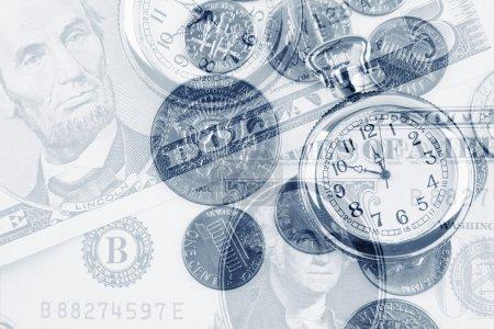 Photo pour Horloges et billets. Le temps est concept d'argent - image libre de droit
