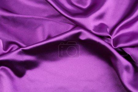 Photo pour Gros plan de tissu de soie pourpre ondulé - image libre de droit
