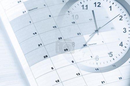 Photo pour Horloge visage et calendrier composite - image libre de droit