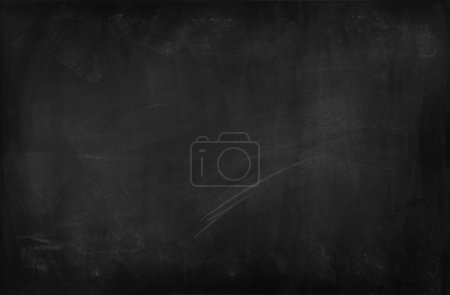 Photo pour Craie frottée sur le tableau noir - image libre de droit