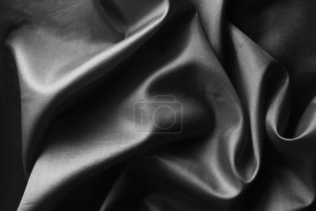 Foto de Primer plano de la tela de seda negra ondulada - Imagen libre de derechos