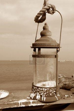 Photo pour Lanternes accrochent près de la mer sur ton sépia - image libre de droit