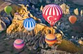 """Постер, картина, фотообои """"Воздушные шары над горный пейзаж"""""""
