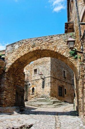 Photo pour Village médiéval de peratallada en Catalogne, Espagne - image libre de droit
