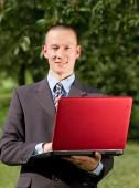 Podnikatel pracovat s notebookem