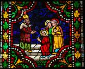 Barevné sklo Panny Marie v katedrále Leo