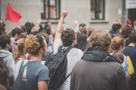 Photo pour Milan, Italie - 10 octobre : Manifestation d'étudiants a lieu à Milan le 10 octobre 2014. Les étudiants ont envahi les rues pour protester contre la réforme de l'école italienne et expo de milan - image libre de droit