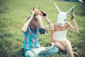 Maska ženy sestry koně a králík