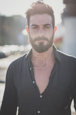 Photo pour Portrait of young handsome attractive bearded model man in urban context - image libre de droit