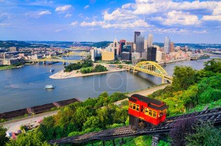 Photo pour Pente et skyline du centre-ville de Pittsburgh, Pennsylvania, Usa. - image libre de droit