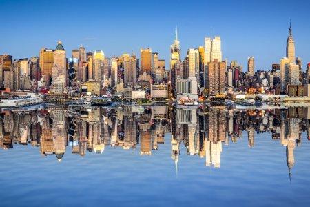 Photo pour New York City, Usa ville horizon de Midtown Manhattan. - image libre de droit