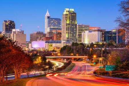 Photo pour Raleigh, Caroline du Nord, États-Unis skyline centre-ville . - image libre de droit