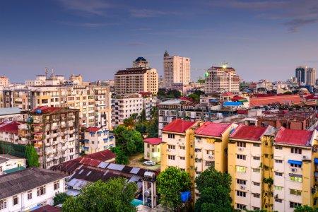 Photo pour Yangon, Myanmar skyline centre-ville . - image libre de droit