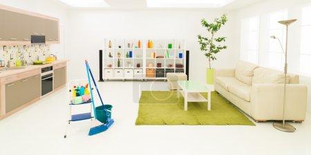 Photo pour Produits de nettoyage propre moderne salon - image libre de droit