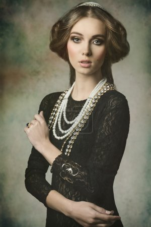 Beauty dame with antique style