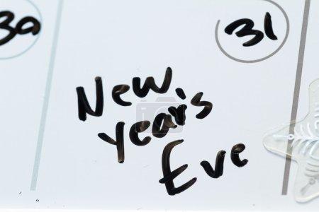 Photo pour Gros plan d'un planificateur quotidien ou un calendrier avec une manuscrite message pour une fête ou de vacances - image libre de droit