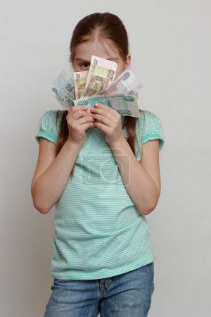 Photo pour Petite fille et l'argent russe - image libre de droit