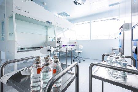 Photo pour Pilules médicales industrie usine et production intérieure - image libre de droit
