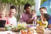 Otcové s dětmi těší jídlo