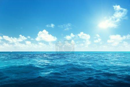 Photo pour Ciel et océan parfaits - image libre de droit
