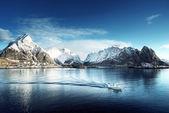 Sníh v vesnice Reine, Lofoten ostrovy, Norsko