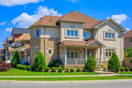 Photo pour Maison de luxe sur mesure dans la banlieue de Toronto, Canada - image libre de droit