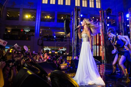 Photo pour MOSCOW, RUSSIA, September, 20: Singer Vera Brezhneva. Opening Ceremony Vegas Shopping Mall, September, 20, 2014 at Vegas  Center in Moscow, Russia - image libre de droit