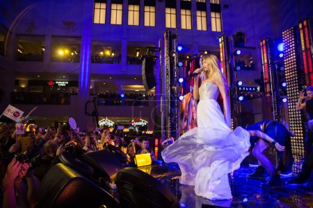 Foto de MOSCOW, RUSSIA, September, 20: Singer Vera Brezhneva. Opening Ceremony Vegas Shopping Mall, September, 20, 2014 at Vegas  Center in Moscow, Russia - Imagen libre de derechos