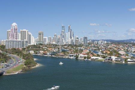 Foto de Foto aérea de una hermosa ciudad de Gold Coast, el área de Surfers Paradise en Queensland, Australia - Imagen libre de derechos
