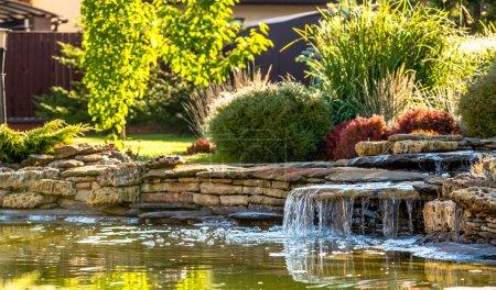 Photo pour Modern landscape design in the garden - image libre de droit