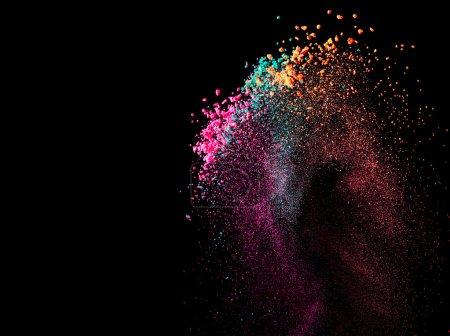 Photo pour Éclaboussure de peinture ou de la poudre colorée sur fond noir - image libre de droit