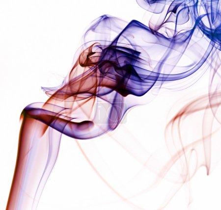 Photo pour Fumée abstraite tourbillonne sur fond blanc - image libre de droit