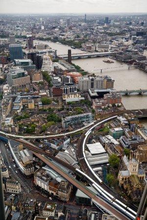 Photo pour Vue aérienne du quartier de Londres, vue depuis le Shard - image libre de droit