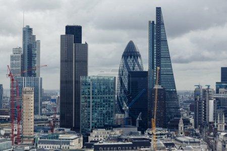 Photo pour Le gratte-ciel Shard et les bâtiments modernes à Londres, Royaume-Uni - image libre de droit