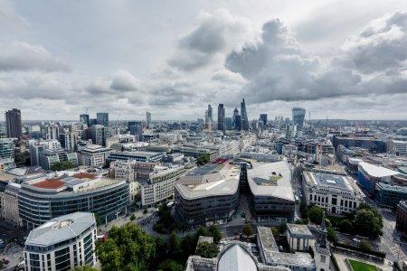 Photo pour Vue aérienne du quartier moderne de Londres, paysage urbain du centre-ville - image libre de droit