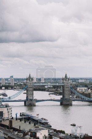 Photo pour Vue Aérienne Du Pont De La Belle Tour à Londres, Royaume-Uni - image libre de droit