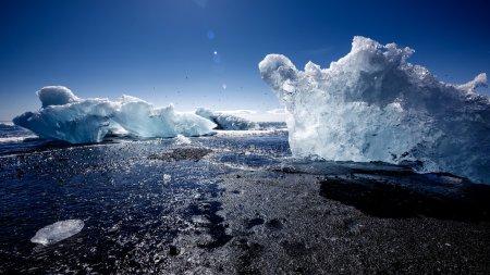 Photo for Jokulsarlon, Iceland - Mid summer. Melting icebergs from vatnajokull glacier floating in Jokulsarlon lagoon - Royalty Free Image