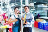 Asijské předák v textilní továrně