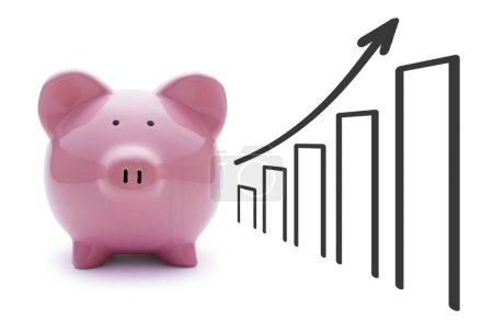 Foto de Hucha cerdo rosa sobre un fondo blanco y un gráfico con la flecha muestra el progreso y el crecimiento - Imagen libre de derechos