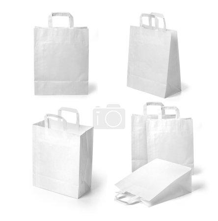 Photo pour Ensemble de recycler des sacs en papier blanc sur fond blanc - image libre de droit