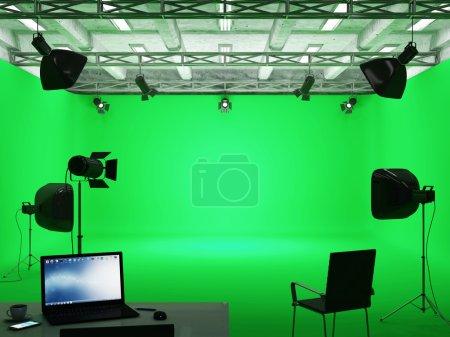 Photo pour Pavillon intérieur du studio de cinéma moderne avec écran vert et équipement de lumière - image libre de droit
