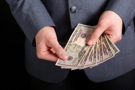 Photo pour De l'argent dans ta poche. argent entre les mains - image libre de droit