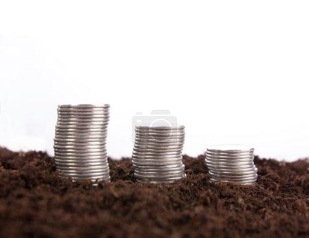 Foto de Montón de monedas en el suelo - Imagen libre de derechos