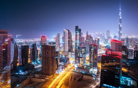 Photo pour Beautiful night cityscape of Dubai, United Arab Emirates, modern futuristic arabian architecture with many little lights in the nighttime, luxury traveling concept - image libre de droit
