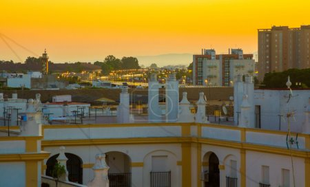 Photo pour Homes in beautiful dawn in the city of Jerez de la frontera Cadiz, Spain - image libre de droit
