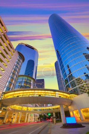 Photo pour Houston Downtown sunset gratte-ciel modernes au Texas nous Usa - image libre de droit