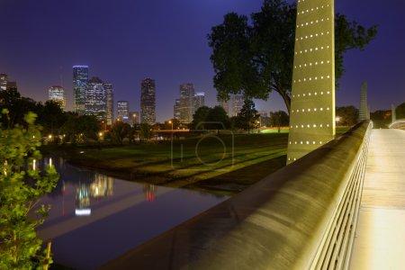 Photo pour Horizon de coucher du soleil de Houston du parc commémoratif au Texas Us - image libre de droit