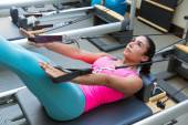 Pilates reformátor cvičení cvičení žena